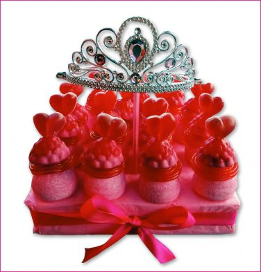 Uitdeel taart Prinses